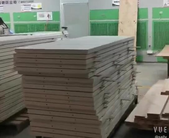 In May ,2020 ,Casen wood door make 1060 sets fireproofing white color doors for the England apartment.